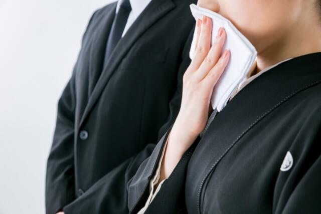家族葬は会社に連絡する?香典や弔電辞退のマナーや文例、対応を解説!