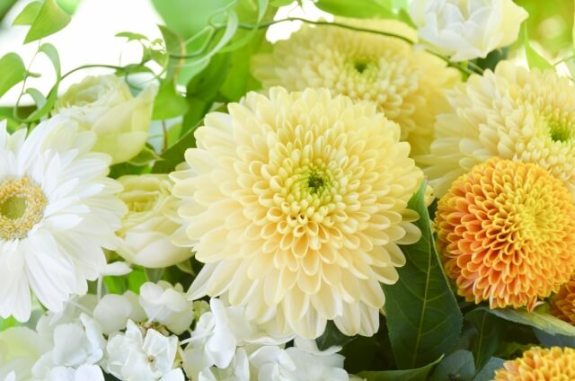 家族葬における供花の意味合い