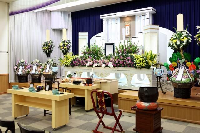 家族葬での供花の飾り方