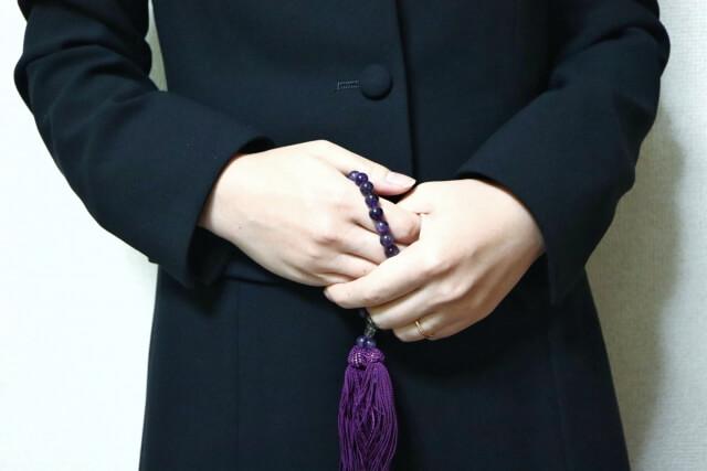 友人が家族葬に参列する際の服装マナー