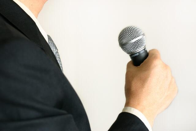 【家族葬の献杯挨拶】誰がやるかや発声の仕方、例文まで全て解説!