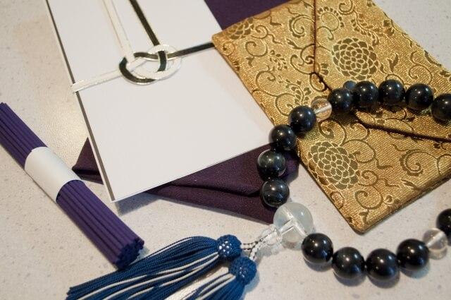 家族葬の告別式には香典を持参すべき?辞退すべき?