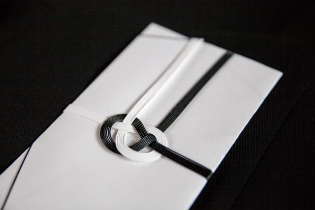 密葬で香典を入れる不祝儀袋の書き方マナー