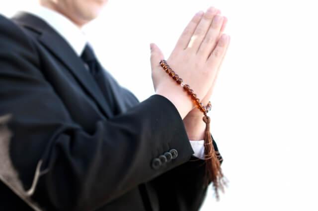 密葬で香典を渡す際の服装マナー